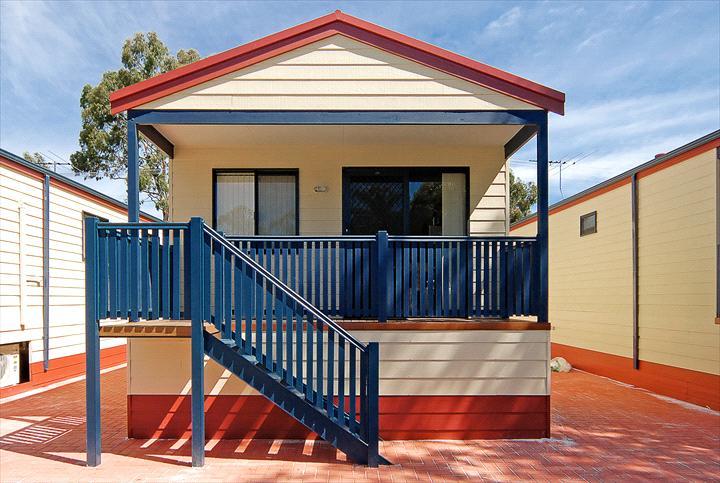 Perth Central Caravan Park Deluxe Home