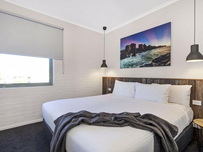 Moonlight Bay Apartments