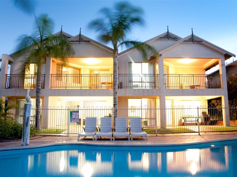 Pelican Shores unit 16 - Pool Side
