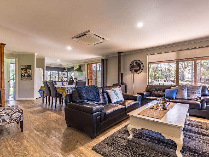 Bettenays Lakeside Spa Apartment & Vineyard Villas