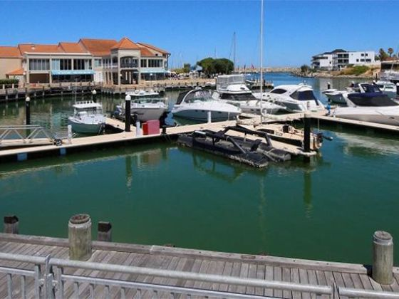 Boardwalk Apartments Harbour View - Perth Holiday Stays